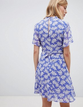 photo Tea Dress with High Neck in Blue Floral Print by Oasis, color Multi Blue - Image 2