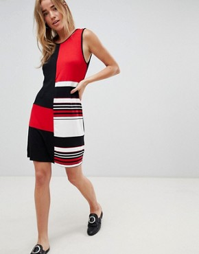 photo Colourblock Shift Dress by QED London, color Red - Image 1