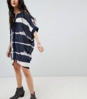 photo Tunic Shirt Dress in Fence Print by Religion, color Navy/White - Image 4