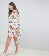 photo Botanical Shift Dress with Fluted Sleeves by ASOS DESIGN Curve, color Multi - Image 4