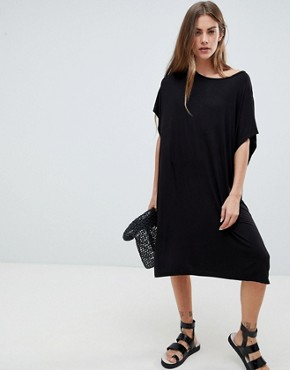 photo Scanna Lulu Relaxed T-Shirt Dress by Pieces, color Black - Image 1