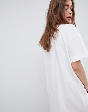 photo Ultimate t-shirt Dress with Rolled Sleeves by ASOS DESIGN Petite, color White - Image 2