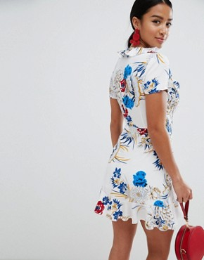 photo Frill Floral Dress by Missguided Petite, color White - Image 2