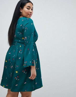 photo Floral Split Sleeve Dress by Missguided Plus, color Dark Green - Image 2