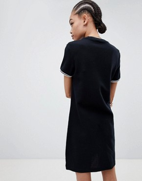 photo Twin Tipped Heavyweight T-Shirt Dress by Fred Perry, color Black - Image 2