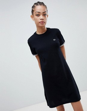 photo Twin Tipped Heavyweight T-Shirt Dress by Fred Perry, color Black - Image 1