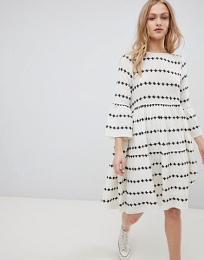photo Embroidered Smock Dress by Leon and Harper, color Ecru - Image 1