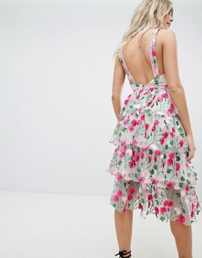 photo Rose Embroidered Tiered Midi Dress by Missguided Premium, color Pink - Image 2