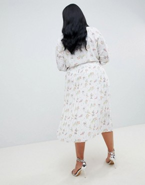 photo Pleated Maxi Dress with Side Buttons in Ditsy Floral by ASOS DESIGN Curve, color Multi - Image 2