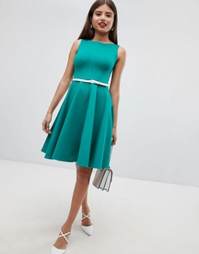 photo Sleeveless Dress with Belt by Closet London, color Green - Image 1
